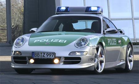 Mobil Polisi Porsche 911 Carrera S bisa memiliki top speed 186 mph dan mencapai 60 mph hanya dalam 4.5 detik.