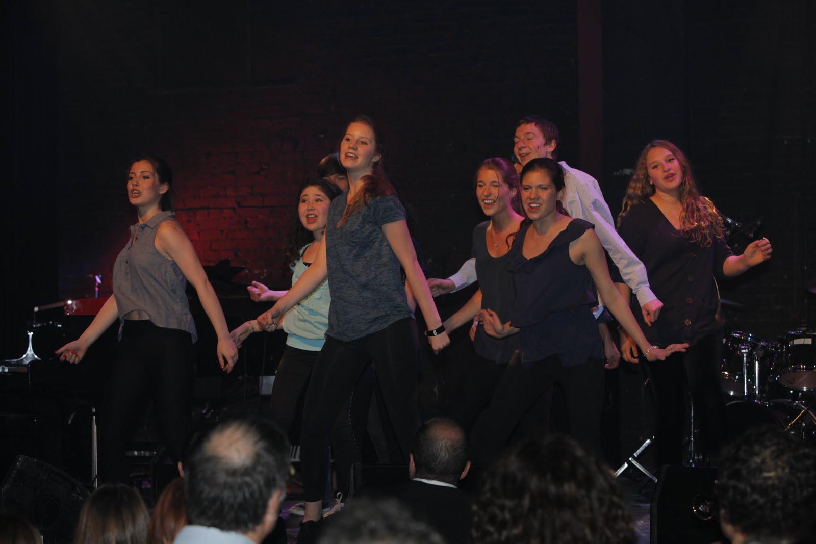 http://1.bp.blogspot.com/-I1XGDAM2GrQ/TeMNbWB-LxI/AAAAAAAAAH8/R8VFTV_tcf8/s1600/NikkiShow-Glee.JPG
