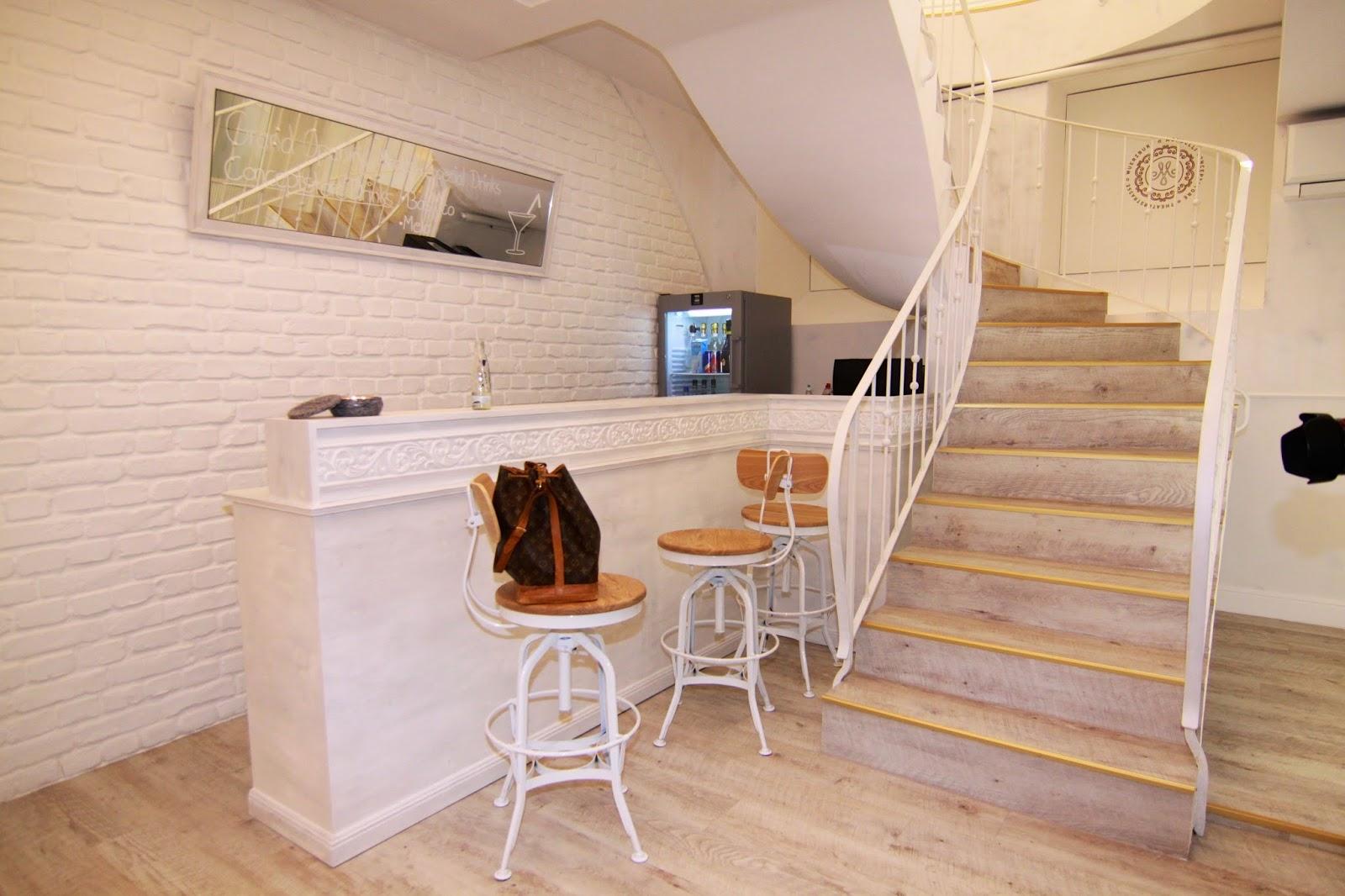 Bar im Untergeschoss des Mondelli Concept Stores Würzburg