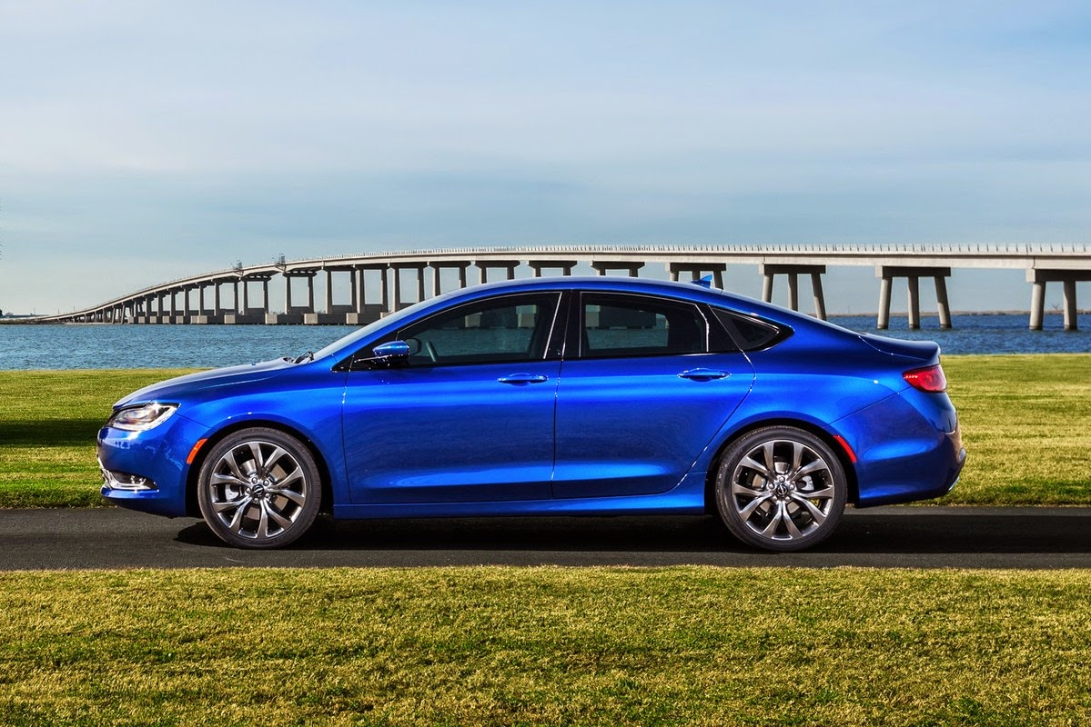 2015 Chrysler 200 Earns Top Safety Rating From IIHS