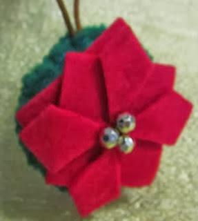 http://www.manualidadesconfieltro.es/flores-de-fieltro/