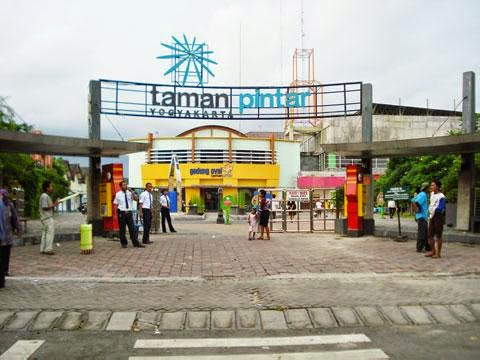 Gambar Depan Taman Pintar Yogyakarta