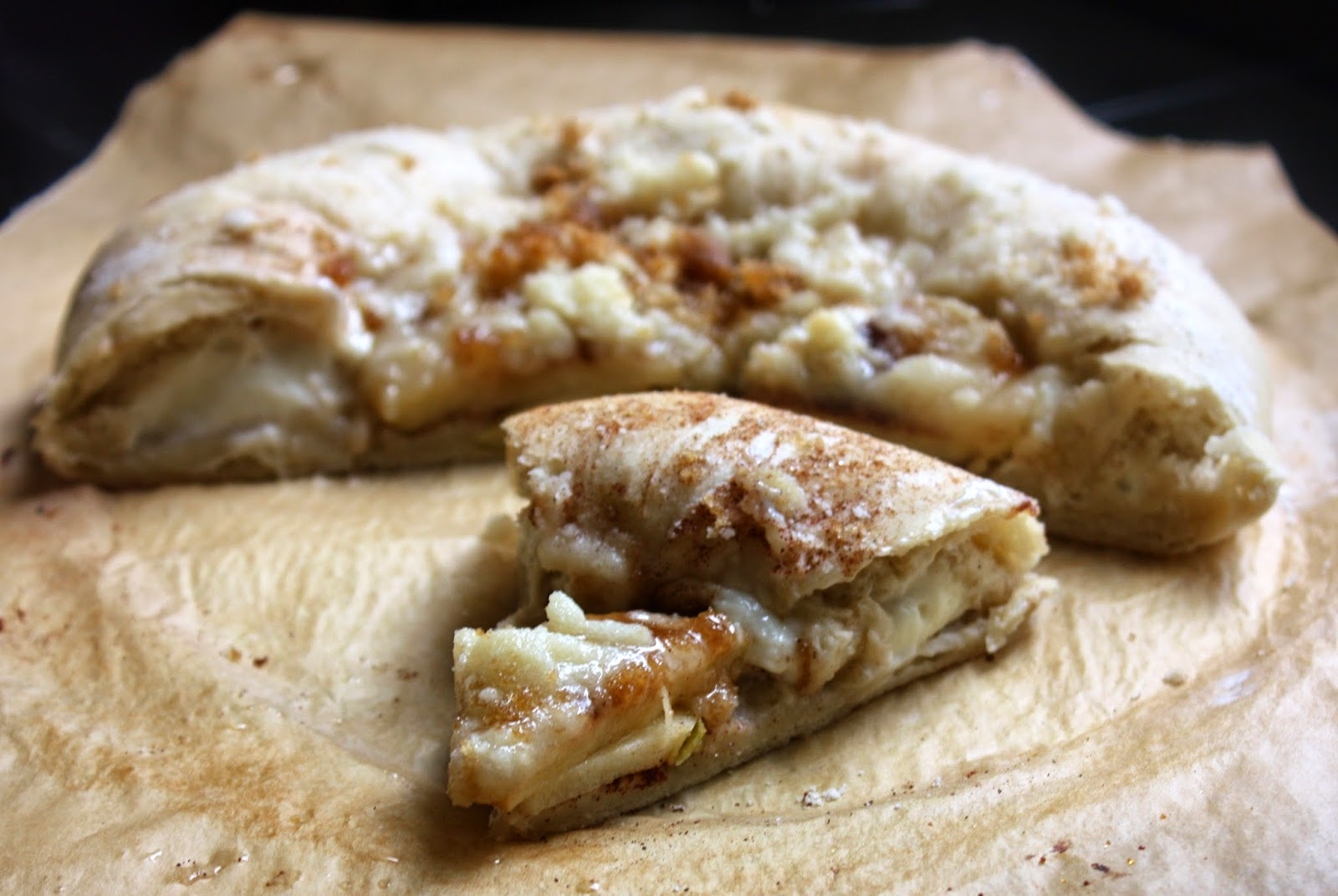 Cannella Vita: deep-dish apple pie pizza