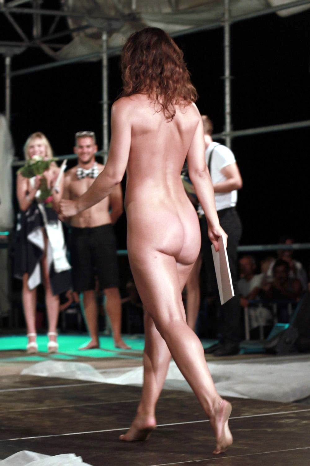 hq images of naked show