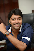 Allari Naresh stylish photos-thumbnail-9