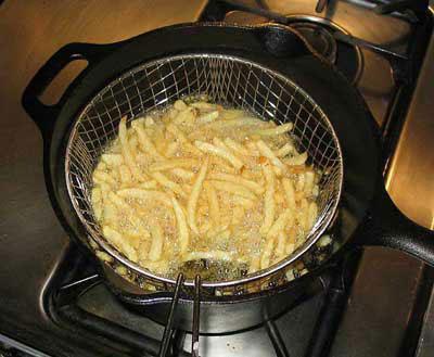 chiên khoai tây chín vàng