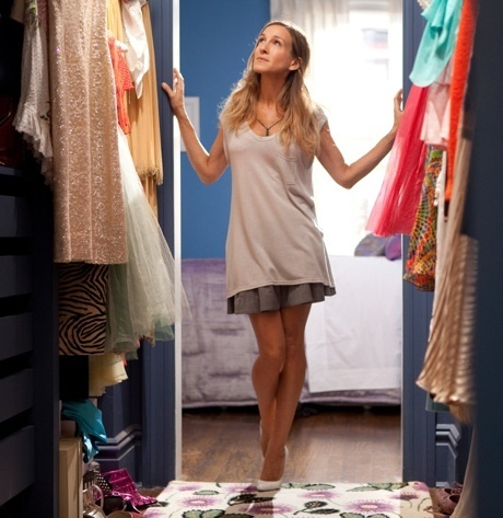 Carrie Bradshaw in her first closet. Scene in which she says: 'I like my money where I can see it, hanging in my closet.'