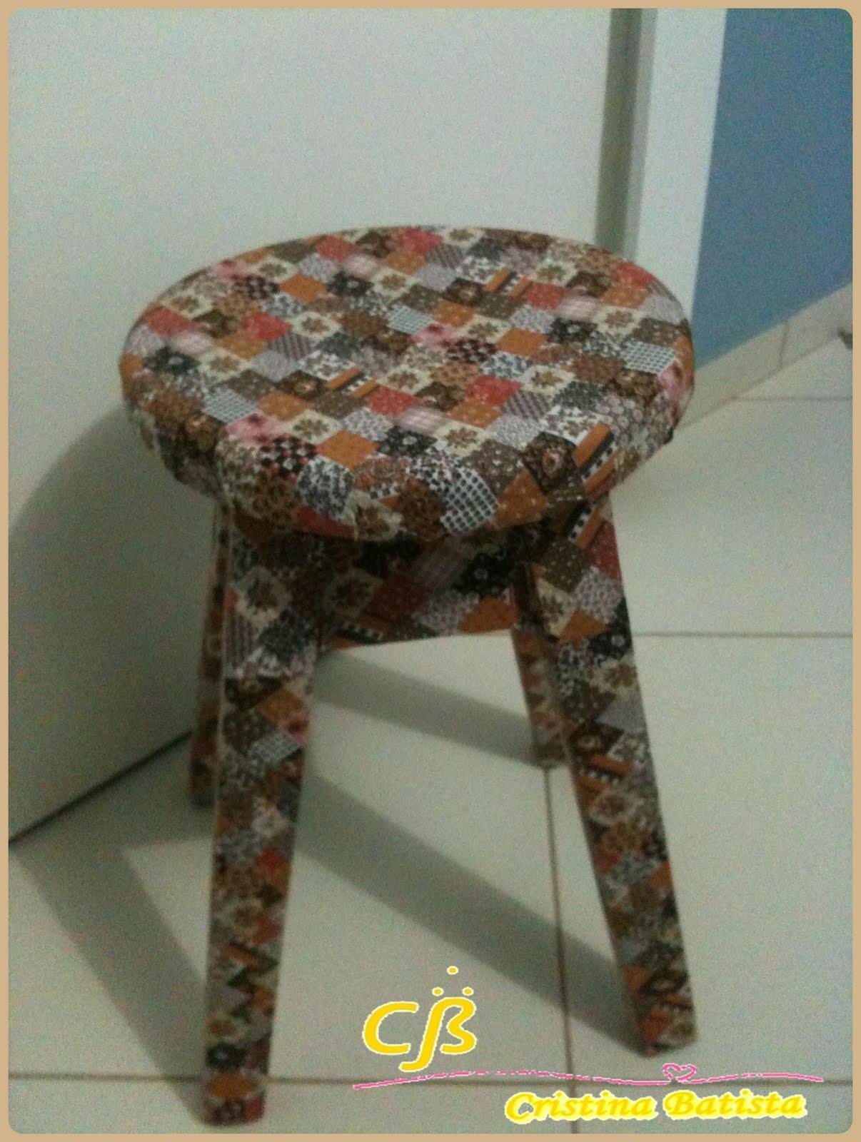 Coisinhas Brasil ♥: Banquinho de madeira todo revestido em tecido #8C753F 1206x1600