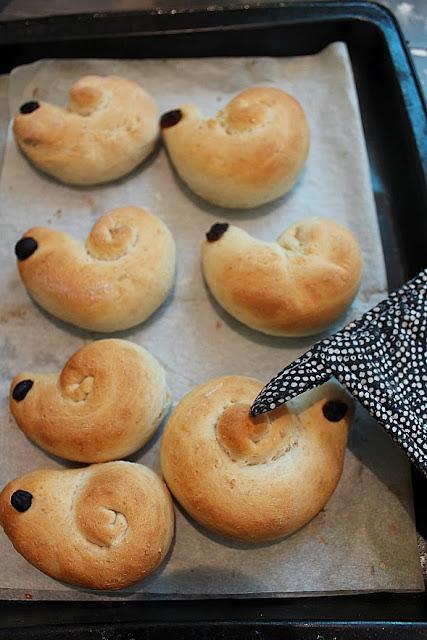 http://littlepeopledesign.blogspot.com.au/2013/11/snail-bread.html