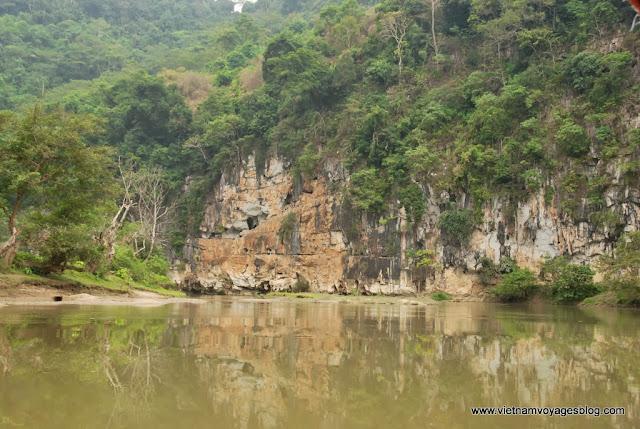 Croisière sur lac Ba Be: contempler les paysages plus romantiques - Photo An Bui