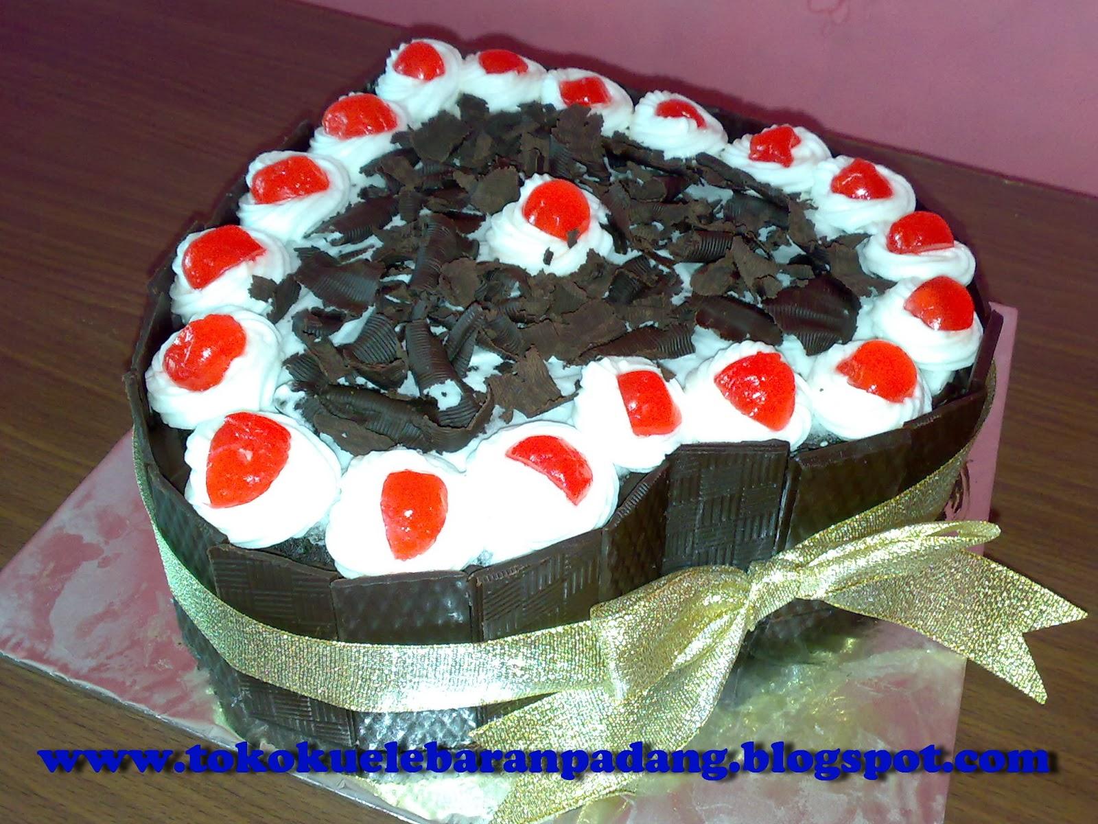 cake ulang tahun dan valentin
