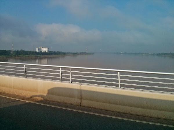 Rio mekong visto desde el puente de la amistad