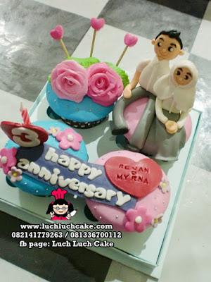 Cupcake Anniversary Cantik dan Romantis