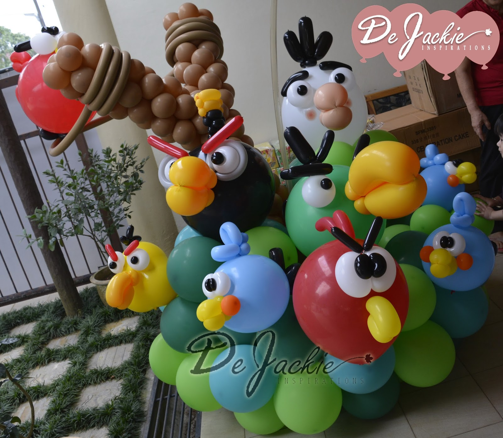 Balloon decorations for weddings birthday parties for Angry birds birthday party decoration ideas