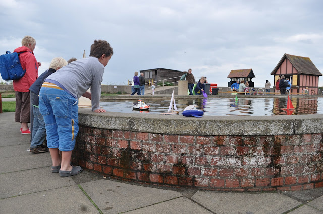 What+to+do+in+Aldeburgh+children+boat+pond