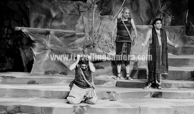 Recently play 'Andha Yug' was showcased in Kotla Firozshah (21st, 22nd, 23rd Oct, 2011). This was directed by Dharmvir Bharati at same place in 1962 and now Bhanu Bharati is directing it in different style.  This is a presented by Sahitya Kala Parishad and Department of Art, Culture & Languages, Government of Delhi. Here are some photographs from this play...Mr. Zakir Husain has played the role of Sanjaya !!!As an active actor on stage since 1982, Zakir Husain has worked with eminent directors like Barry John, Bm Shah, Prasanna, Mohan Maharishi and Anamika Haksar. He has emerged as a major actor on screen with crucial roles in notable films like 'Not a love story', 'Ajab Prem ki Gazab Kahani', 'Sarkar'. A graduate in political science, he joined SRC Repertory in 1988. As a student at NSD and then as a member of its repretory he has acted in many a significant plays like 'Toba Tek Singh', 'Karmavali',  and 'Einstien'. He has acted as Sanjay in Ramgopal Bajaj's Andha Yug in 1993.This group of artists used to come after regular interval to describe the situation in form of a song with wonderful music in background !!!Gandhari (Uttra Baokar), Dhritrashtra (Mohan Maharishi) and Vidur (Ravi Khanwilkar) !!!Uuttra Baokar passed out from NSD in 1968. A trained classical vocalist, she has acted in television, cinema, and theatre. With the NSD Repretory alone she acted in over 40 plays which included masterpieces like  - Jasma Oan, Othello, Macbeth, Caucasian Chalk Circle, Three Penny Opera and Adhe Adhure. She is one of the most cerebral thinkers on stage and  widely admired for her passion & restraint she brings in her craft.In 1984, Ms Baokar was honored with the Sangeet Natak Adademi award for her contributions in acting in Hindi Theatre. She received National Film Award as Best Supporting Actress in Mrinal Sen's 'Ek Din Achank' in 1989. She has played Gandhari in tow previous productions of Andha Yug by MK Raina.A familiar face on screen, Ravi Khanwilkar is one of the mos