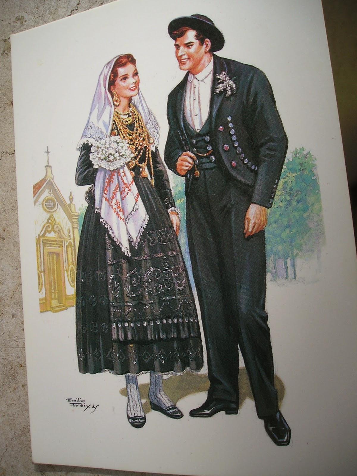 Le costume traditionnel de la mariée est particulièrement somptueux. Jupe et tablier brodés, petite pochette recouverte de pierreries, corsage aussi brodé,
