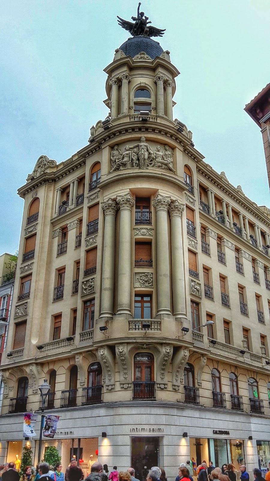 El edificio de la uni n y el f nix for Oficinas western union barcelona
