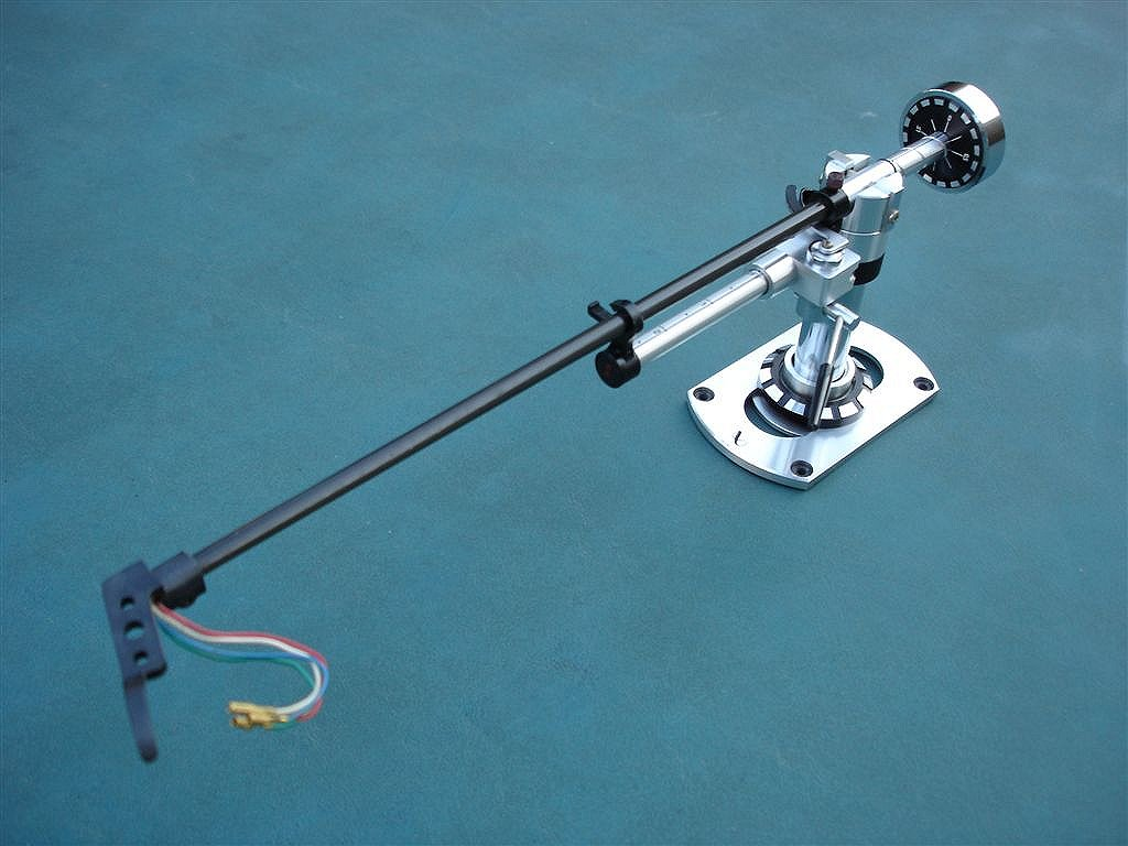 Bracci poco usuali Black-Widow-Tonearm_02