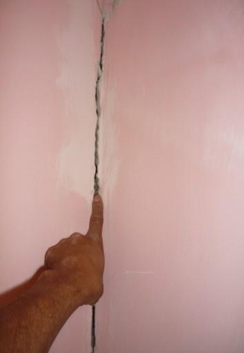 grieta en muro de carga