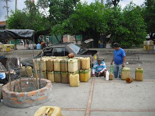 Locals dealing in oil on the Colombian-Venezuelan border