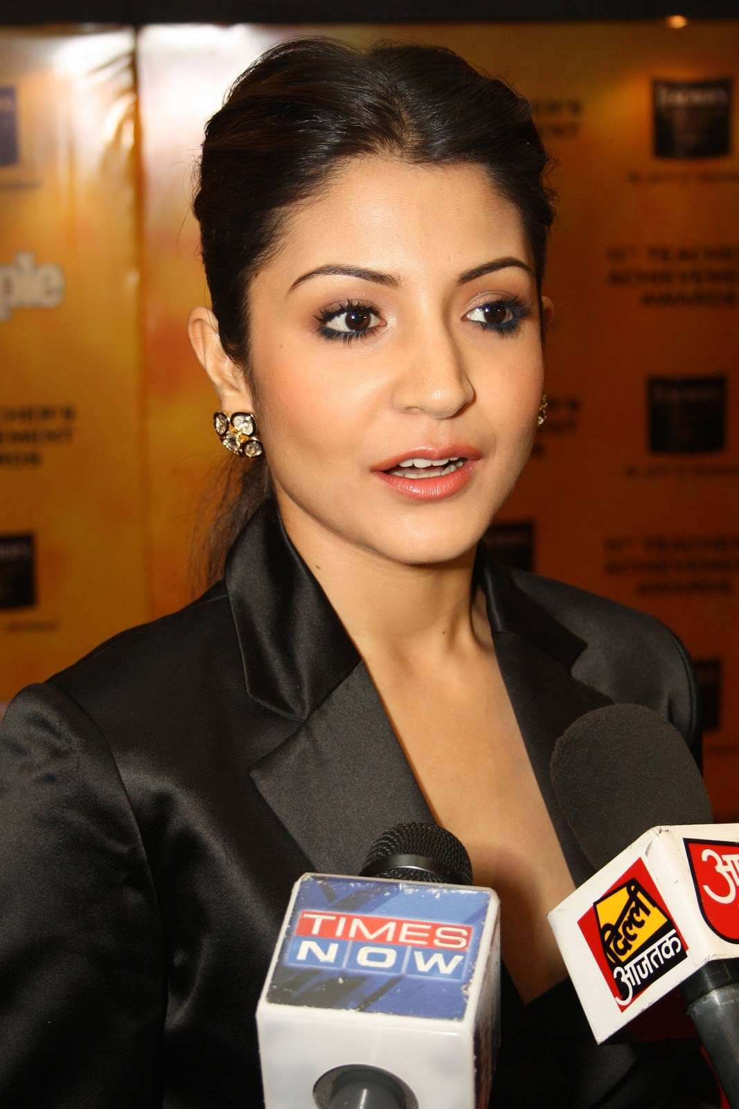 'NH 10' actress Anushka Sharma HD Images & Wallpapers