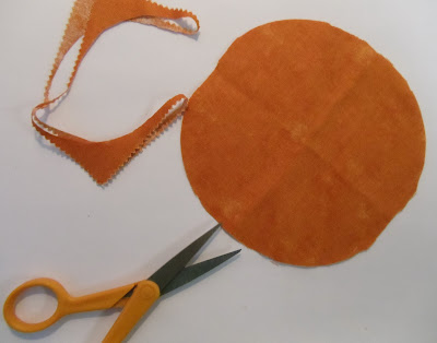 how to cut a circle from a square fabric