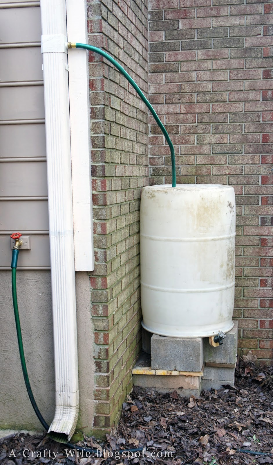 Rain barrel is complete | A Crafty Wife