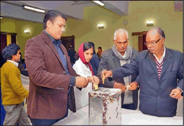 Using Voting Right At Banaras Bar Association:-