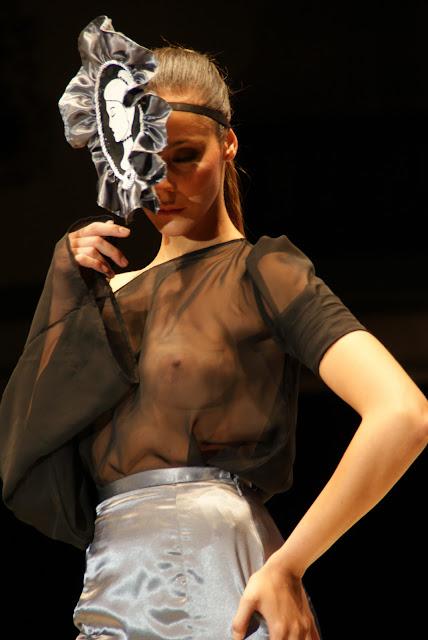 /blusa-transparente-con-camafeo
