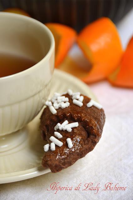 hiperica_lady_boheme_blog_di_cucina_ricette_gustose_facili_veloci_brioches_al_cacao_farcite_con_confettura_di_arance_amare