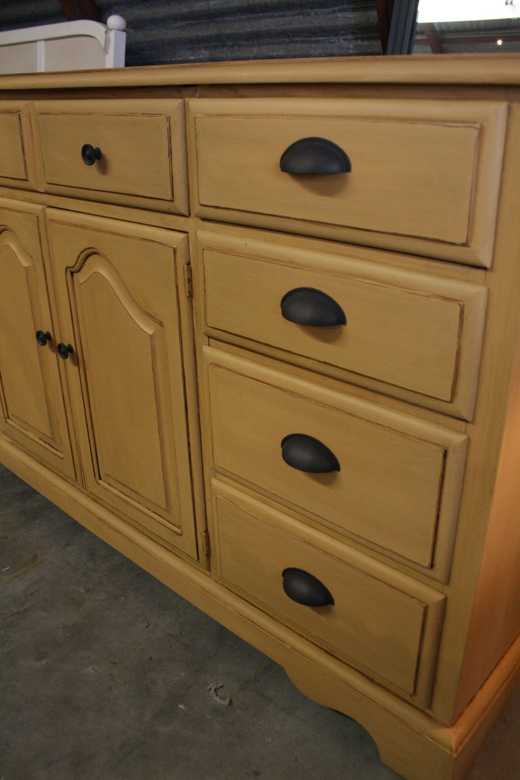 reloved rubbish arles chalk paint buffet. Black Bedroom Furniture Sets. Home Design Ideas