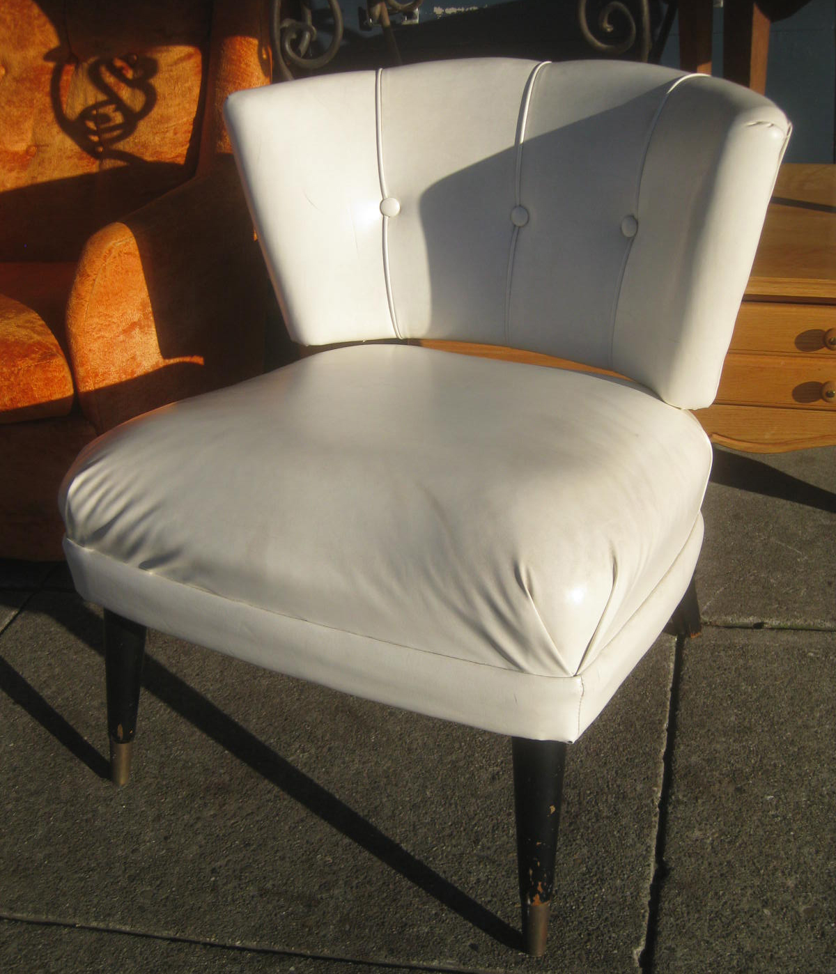 UHURU FURNITURE & COLLECTIBLES SOLD Retro Accent Chair