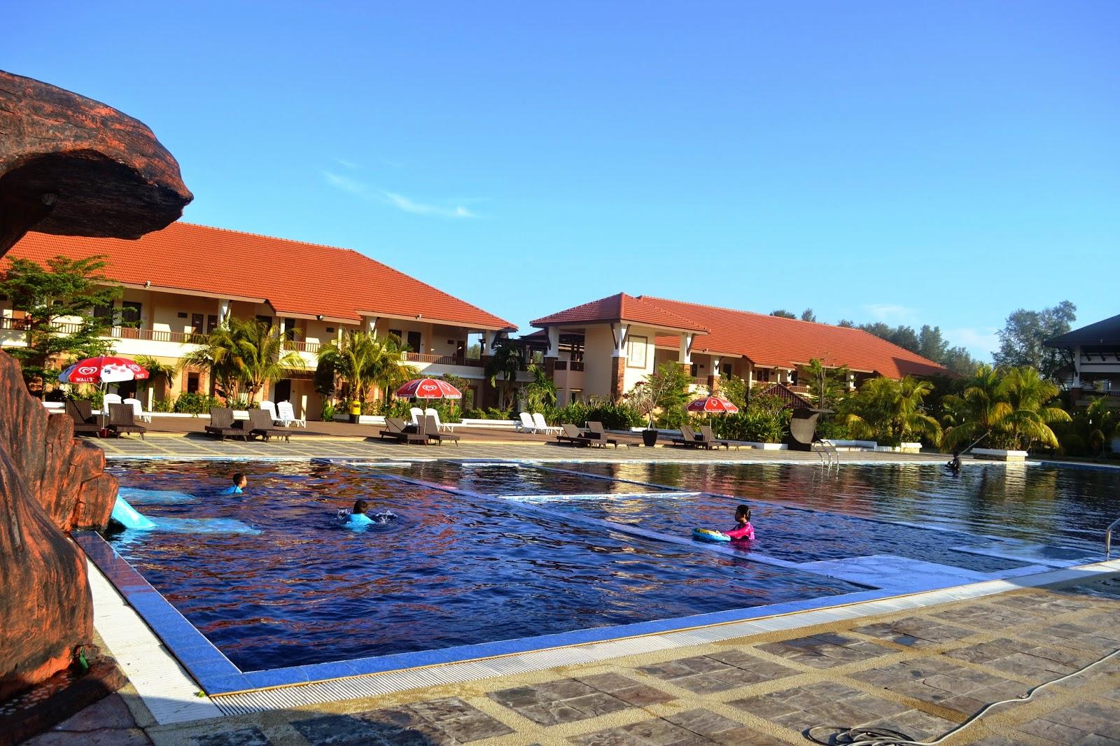 Swimming Pool Di Tok Aman Bali Beach Resort Agak Besar Juga Sebelah Kiri Untuk Anak Manakala Kanan Dewasa Waktu Gambar Ini Diambil