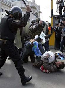 POLICÍAS ESPAÑOLES.....MERCENARIOS DEL SISTEMA CAPITALISTA