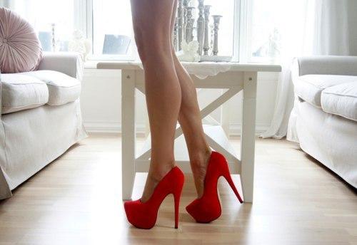 фото у сестры на туфлях кровь