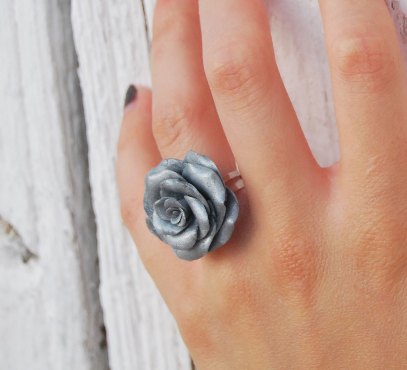 anillo rosa plateada frozen rose