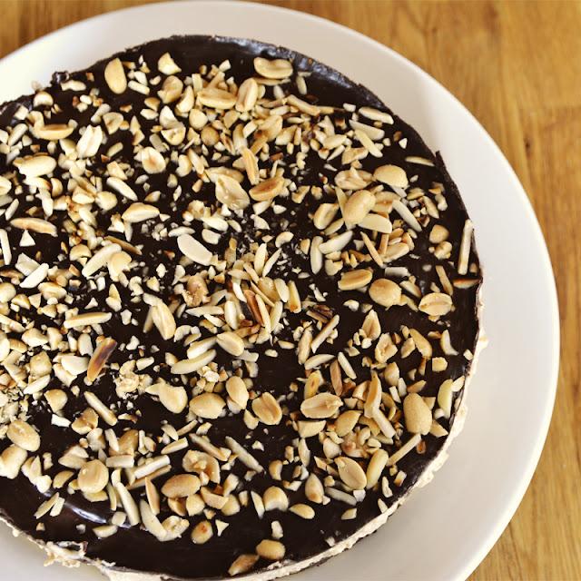 Erdnusscreme-Cheesecake mit Schoko und Karamell @frauvau.blogspot.de