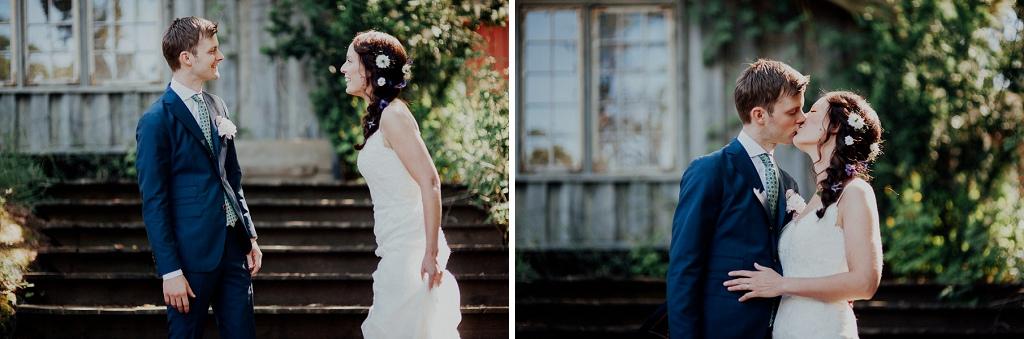 Brud och brudgum ses för första gången för fotografering