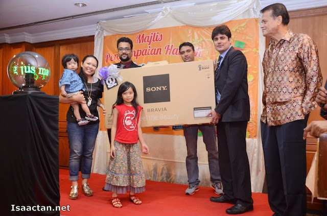 "Congratulations to the grand prize winner of the Jus Mangga Pran ""Minum & Menang"" Contest"