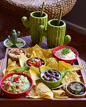A Happy Hour mexicana na bandeja de mosaico