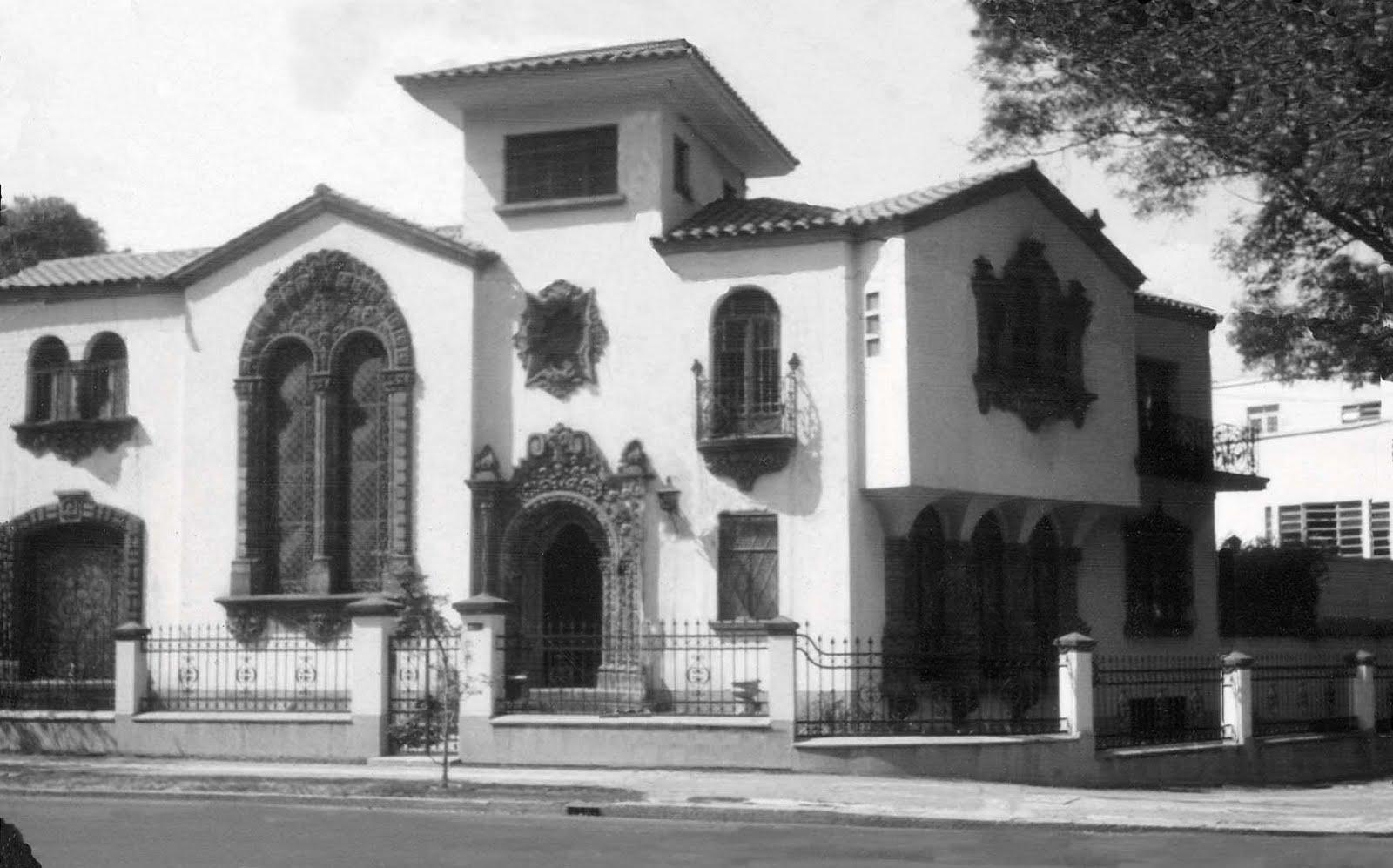 Polanco la casa de los gatos for Fotos de fachadas de casas estilo californiano