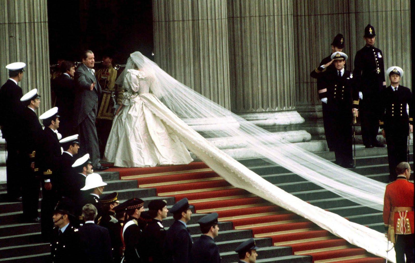 http://1.bp.blogspot.com/-I6hf_H6Dpn0/Tke9aSKgrrI/AAAAAAAADzY/Qz7t7kAhzGI/s1600/1981-Princess-Diana-Wedding-73399860.jpg