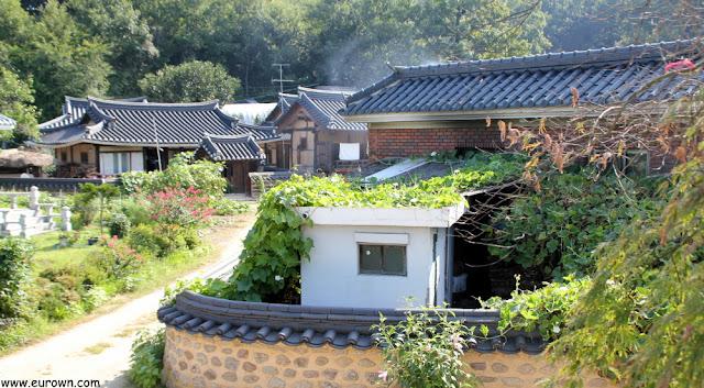 Caseta de cemento en la aldea tradicional Museom