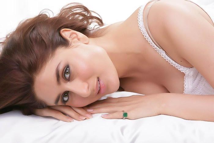 kareena kapoor   sizzling hq shoot in white photo gallery