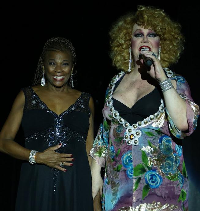 """Zezé Motta dividiu o palco com Jane Di Castro durante apresentação do espetáculo """"Divinas Divas"""" na noite desta terça-feira, 12, no Teatro Rival BR, no Centro do Rio (Foto: Ag. News)"""