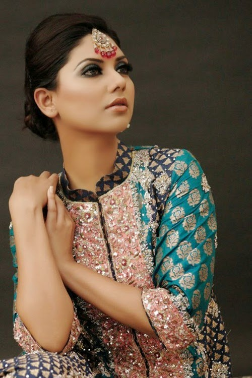 http://www.funmag.org/fashion-mag/fashion-apparel/sunita-marshall-in-pakistani-bridal-dress/