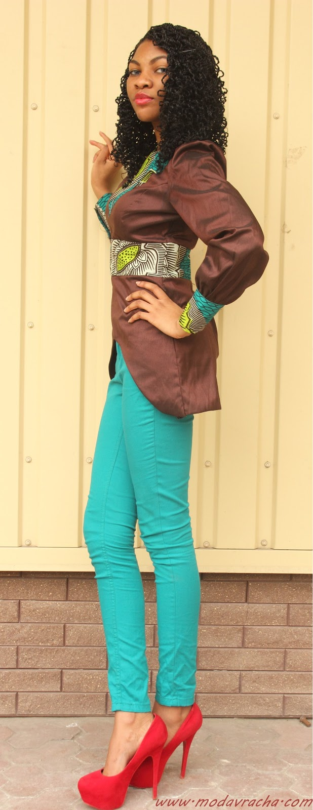 Nigerian fashion blogger modavracha in ankara blouse