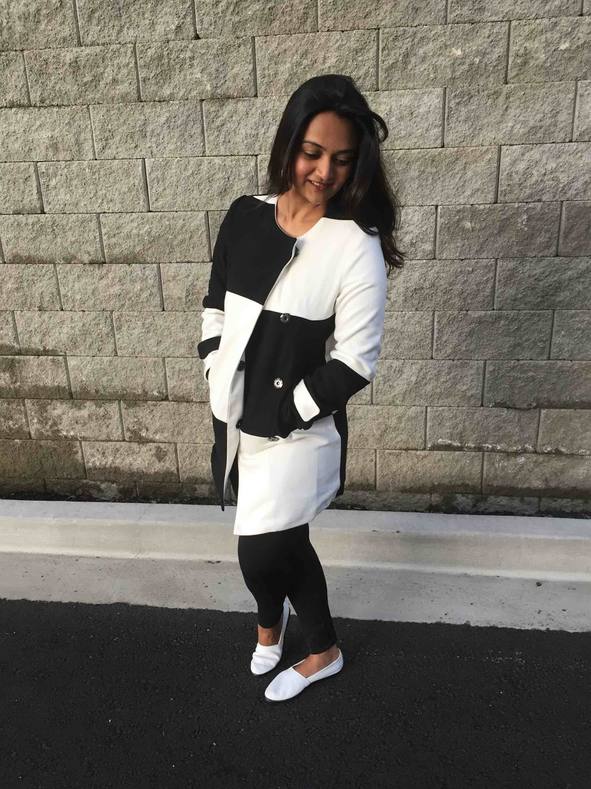 black and white coat, monochrome look, kahini kreative reviews, seattle fall fashion, ananya, white coat