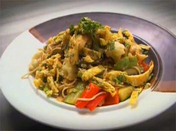 Sebzeli Noodle (Erişte) - Videolu Tarifi
